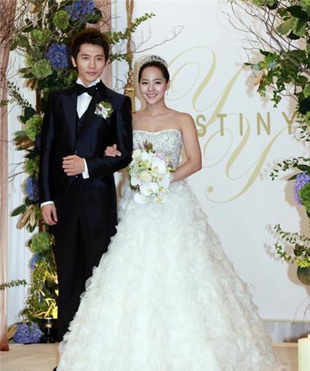 韩国明星婚礼现场 创造情缘 柳真的紫色皇室婚礼