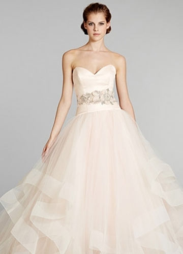 新娘婚纱 美式优雅 古典柔美系lazaro秋冬婚纱设计  彩色渐变的裙摆仙