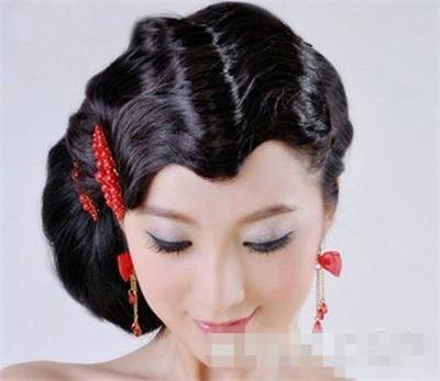 新娘盘发引领新潮流:复古新娘发型